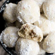 Snowball Cookies (Russian Tea Cakes) - Stuck On Sweet Chocolate Crinkle Cookies, Chocolate Crinkles, Raisin Cookies, Mint Cookies, Baked Brisket, Roast Brisket, Pork Roast, Almond Cupcakes, Bacon Cupcakes