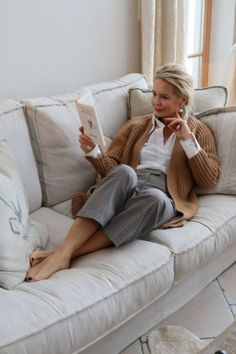 Best Outfits For Women Over 50 - Fashion Trends 60 Fashion, Over 50 Womens Fashion, Knit Fashion, Fashion Over 50, Cute Fashion, Fashion Outfits, Stylish Outfits For Women Over 50, Stylish Older Women, Clothes For Women