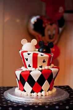 Mickey and Minnie Topsy Turvy Cake | Disney wedding blog