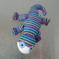 This cute lizard is handmade using brand new socks and a little imagination!. With suction cups on its feet so it will stick to windows or mirrors. Size: 12 inches approx. Sponge clean only. NOT DESIGNED TO BE A TOY UNSUITABLE FOR CHILDREN UNDER 14YRS ...