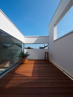 Japanese Modern House, Compact House, D House, Space Interiors, Small Buildings, Interior Garden, Space Architecture, Building A House, Outdoor Living