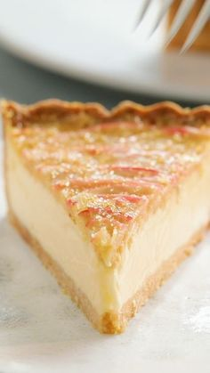 Apple Crumble and Custard Tart - Food Meme - An Apple Crumble mixed with Custard made into a tart. The post Apple Crumble and Custard Tart appeared first on Gag Dad. Just Desserts, Delicious Desserts, Yummy Food, Summer Desserts, Oreo Desserts, Mini Desserts, Healthy Desserts, Baking Recipes, Cookie Recipes