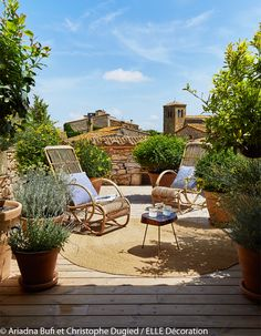 Une terrasse sur le toit Outdoor Rooms, Outdoor Decor, Beautiful Gardens, Rustic Chic, Green Rooms, Outdoor Furniture, Exterior, Outdoor Spaces, Small Space Gardening