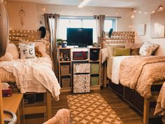 37 College Dorm Decorations Room Themes Color Schemes Overview 37 C. 37 College Dorm Decorations Room Themes Color Schemes Overview 37 College Dorm Room Id College Bedroom Decor, College Dorm Decorations, College Dorm Rooms, College Tips, College Essentials, Room Essentials, Ucf Dorm, Dorm Room Necessities, College Packing