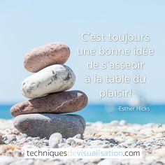 Citation inspirante | TechniquesDeVisualisation.com - C'est toujours une bonne idée de s'asseoir à la table du plaisir! #bonheur
