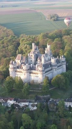 For travel destinations and travel tips see our website. Beautiful Castles, Beautiful Buildings, Beautiful Places, Castle Ruins, Medieval Castle, Chateau Moyen Age, Places To Travel, Places To Visit, Travel Destinations