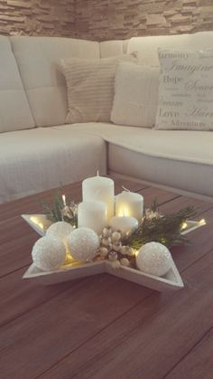 I dream of a white Christmas 8 ideas for white decoration in Chr .- I dream of a white Christmas 8 ideas for white decoration in Christmas Decoration The post I dream of a white Christmas 8 ideas for white decorations Christmas Centerpieces, Xmas Decorations, Christmas Candles, Coffee Table Christmas Decor, Star Centerpieces, Christmas Coffee, Livingroom Christmas Decor, Christmas Decorations For The Home Living Rooms, Christmas Sweet Table