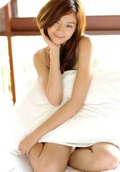 周偉童 zhōu wěi tóng チョウ・ウェイトン 1982年生まれ  中国出身のモデル、女優のチョウ・ウェイトン。 日本ではCica(シカ)として活躍しています。