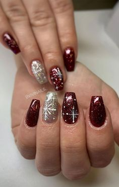 With Christmas only a few weeks away, a few of us will be scrambling around and making that mad dash to find the perfect. Nail Art Noel, Xmas Nail Art, Christmas Nail Art Designs, Cute Acrylic Nails, Acrylic Nail Designs, Clear Glitter Nails, Christmas Gel Nails, Nagellack Design, Nagel Gel