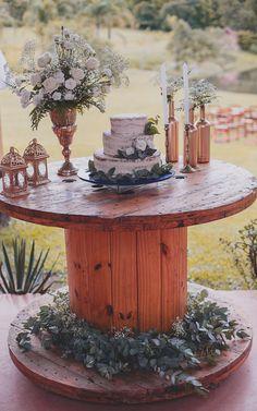 Mini wedding Fernanda e Lucas/Fotos: Hope Farm Wedding, Chic Wedding, Wedding Table, Perfect Wedding, Rustic Wedding, Dream Wedding, Bridal Shower Rustic, Decoration Table, Wedding Planning
