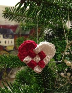 Woven Christmas Heart Ornament to Crochet Crochet Christmas Decorations, Crochet Decoration, Crochet Ornaments, Christmas Crochet Patterns, Holiday Crochet, Xmas Ornaments, Crochet Crafts, Crochet Yarn, Yarn Crafts