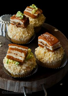 Very vanilla bacon cupcakes are topped with pork belly! Fool people with this pork belly caramel. Cupcake Recipes, Baking Recipes, Cupcake Cakes, Cupcake Ideas, Drink Recipes, Diy Cupcake, Mini Cakes, Baking Ideas, Dessert Recipes