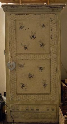 ARMADIO VINTAGE .Bee art /bees / drowing / vintage