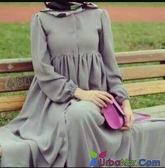 [ hijab simple Soo simple soo elegant, i love it! Modern Hijab Fashion, Muslim Women Fashion, Abaya Fashion, Fashion Dresses, Modest Fashion, Moslem Fashion, Modele Hijab, Mode Abaya, Abaya Designs