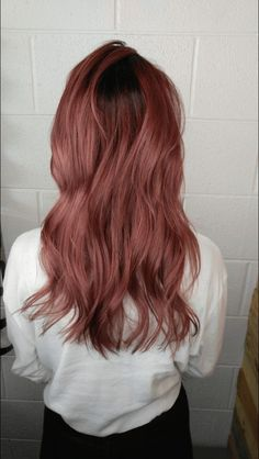 Most up-to-date Snap Shots dark Rose Gold Hair Ideas If you've investigated the wild hair shade trends upon your social mass media give of late, you ha Balayage Hair, Ombre Hair, Ombre Rose, Dark Pink Hair, Black Hair, Dark Rose, Gold Hair Colors, Rose Gold Hair Colour, Colored Curly Hair