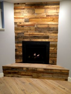 Should this go around the fireplace in the great room. Simple fireplace decoration with reclaimed wood paneling Pallet Fireplace, Reclaimed Wood Fireplace, Wood Fireplace Surrounds, Reclaimed Wood Paneling, Porch Fireplace, Simple Fireplace, Faux Fireplace, Fireplace Remodel, Pallet Wood