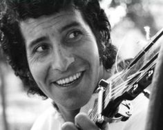 Victor Jara - A great story and a magnificent man ! Margot Loyola, Victor Jara, Simple Portrait, Romance, Social Activities, Chant, Great Stories, Love You So Much, World History