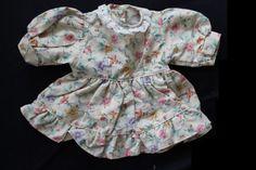 romantisches-Puppenkleid-unbespielt-Handarbeit-Puppe-bis-ca-40cm