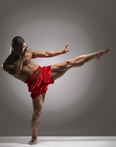 Martial Arts can be one of the greatest sources of happiness. Use Qigong, Kung Fu and meditation to improve your mood and train like a Shaolin Monk. Action Pose Reference, Human Poses Reference, Body Reference, Anatomy Reference, Action Poses, Photo Reference, Figure Reference, Poses Dynamiques, Male Poses