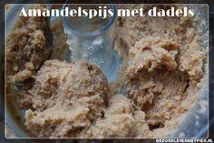 Recept voor suikervrije amandelspijs. Gezoet met dadels. Perfect voor gevuld speculaas!  Sinterklaas