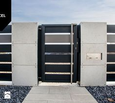 Shades of Grey. Nowoczesne ogrodzenie Xcel: Horizon Massive + Rockina Cubero - Ogród, styl nowoczesny - zdjęcie od XCEL Ogrodzenia Fence Doors, Entrance Gates, Boundry Wall, Door Design, House Design, Modern Fence Design, Wooden Gates, Fence Landscaping, Outdoor Areas