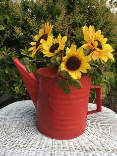 Vintage Galvanized Watering Can. Garden Decor Rustic Red