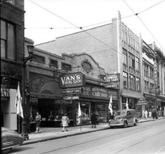 Businesses on Fourth Street, Louisville, Kentucky, 1946. :: Royal Photo Company Collection