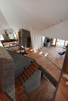 JUXTAPOSED INTERIORS IN G2 ESTUDIO'S RIBBON HOUSE