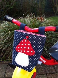 Diese tolle Lenkertasche passt gut an das Dreirad, Laufrad oder den Puppenwagen.  Ich habe sie speziell dafür entworfen und mit viel Liebe genäht.