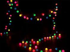 Fabriquer une guirlande lumineuse avec des balles de ping pong | Conseils et astuces bricolage, décoration, maison | Forumbrico.fr