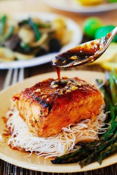 Asian salmon with rice noodles and asparagus@juliasalbum