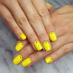 23 Great Yellow Nail Art Designs 2019 - Yellow Nails Design - Best Nail World Yellow Nail Polish, Yellow Nail Art, Fall Nail Designs, Acrylic Nail Designs, Yellow Nails Design, Solar Nails, Fall Acrylic Nails, Nail Art Hacks, Winter Nails