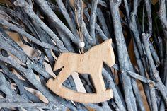 Αλογάκι Ξύλινο WI9191  Ξύλινο διακοσμητικό αλογάκι με χάντρα. Διαστάσεις: 12cm