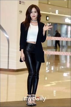 """【PHOTO】T-ARA ヒョミン、モール内でミニライブを開催""""妖艶な姿"""" - K-POP - 韓流・韓国芸能ニュースはKstyle"""