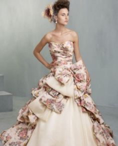 Is this your style? This Ian Stuart gown would wow your guests #weddinginspiration #bride #bridal #bridalgown #wedding #weddingidea #weddingstyle #weddingdress #weddingday #weddinginspiration http://gelinshop.com/ipost/1519712574840913509/?code=BUXGoj4Fj5l