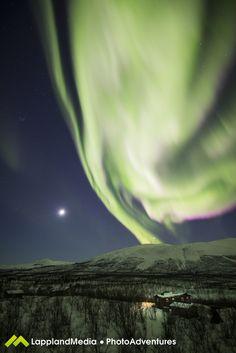 Auroras boreales y la Luna desde Abisko, Suecia – El Universo Hoy