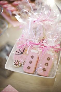 Decorated cookie favors at a brown and pink baby shower #brownpink #babyshowerfavors