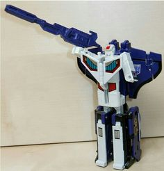Astrotrain with his rifle