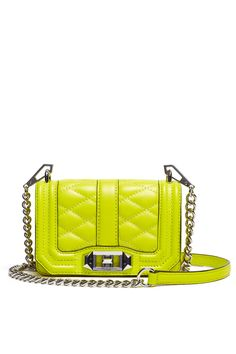 Style tip! dress head to toe in white with a single pop of color: your handbag!