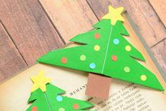 Könyvajándék mellé jól illik ez az egyszerűen kivitelezhető, sarokra illeszthető könyvjelző. A karácsonyi változatot mutatjuk. A készítési folyamat képekben Forrás: www.easypeasyandfun.com