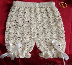Croche pro Drink: Little dresses found the net, pure inspiration . Crochet Baby Pants, Crochet Baby Dress Pattern, Crochet Bebe, Baby Girl Crochet, Crochet For Kids, Crochet Clothes, Knit Crochet, Baby Romper Pattern, Crochet Baby Dresses