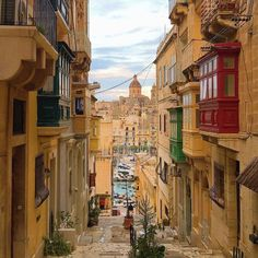 #Midweek at this #historical #city of Senglea (Isla)! Have a good day everyone!   Featured Photographer: @dreamerjojojiao  Tag your #photos with #MaltaPhotography to get a chance to be #featured on @maltaphotography - http://ift.tt/1fpoK0v  #vintage #wandering #narrow #street #vittoriosa #sun #colours #island #jj #Malta #January #love #jj #me #Photography #instagramhub #instafamous #photooftheday #picoftheday #lonelyplanet #travel #destination #worlderlust #beautifuldestinations