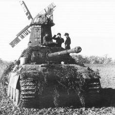 いいね!698件、コメント3件 ― @sturmwolf44のInstagramアカウント: 「Eindhoven outskirts 1944. A well camouflaged Panther tank, taking position. #ww2 #panthertank…」