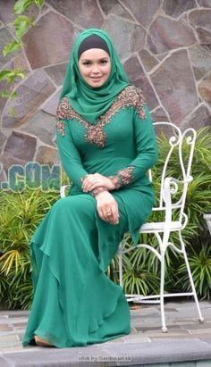 ww.jatilaksana.com software game movies androids Arab Fashion, Muslim Fashion, Fashion Muslimah, Beautiful Muslim Women, Beautiful Hijab, Moslem, Muslim Wedding Dresses, Hijab Fashionista, Muslim Beauty