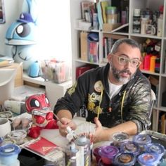 Follow artist and independent toy designer Joe Ledbetter as he takes you through his entire toy design process with his Chaos Bunnies projec...