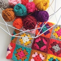 Love working with these colors. Hope to finish this project very soon  Heerlijk haken met chunky garen in heldere kleuren. Hoop dat ik het snel af heb dit project van restjes. #crochet #crochetlove #instacrochet #crochetersofinstagram #yarnlove #chunky #crafty #diy #yarn #byclaire2 #knalkleuren #haken #colorful #colorfulcrochet by liefsvannoor