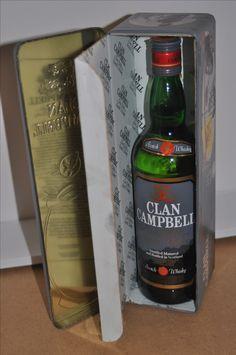 Bottiglia di scotch whisky Clan Campbell dentro in contenitore di latta ben conservato. La bottiglia è integra ed è del 1986   La bottiglia sarà ben imballata e il costo della spedizione è di 9 euro