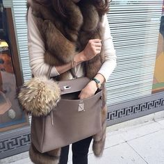 Hermes Birkin bag- Hermes handbags collection www.justtrendygir - Hermes Handbags - Ideas of Hermes Fall Winter Outfits, Winter Wear, Autumn Winter Fashion, Fur Fashion, Womens Fashion, Fashion Trends, Hermes Birkin, Best Street Style, Hermes Handbags