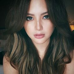 Learn about amazing hair care tips. Hairstyles For Round Face. Beauty Full, Asian Beauty, Hairstyles For Round Faces, Cool Hairstyles, Filipino Makeup, Ellen Adarna, Beautiful People, Beautiful Women, Lovely Eyes