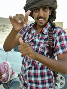 No matter where you travel in Bedu land (Al Mahra) there´s always a bunch of happy and curious Bedu youth turning up to stare, ask questions or entertain.